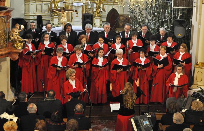 Karácsonyváró koncertekre hívnak városunk jeles kórusai