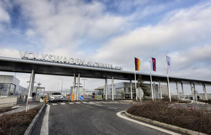 Két hétre leáll a termelés a Volkswagen Slovakia üzemeiben
