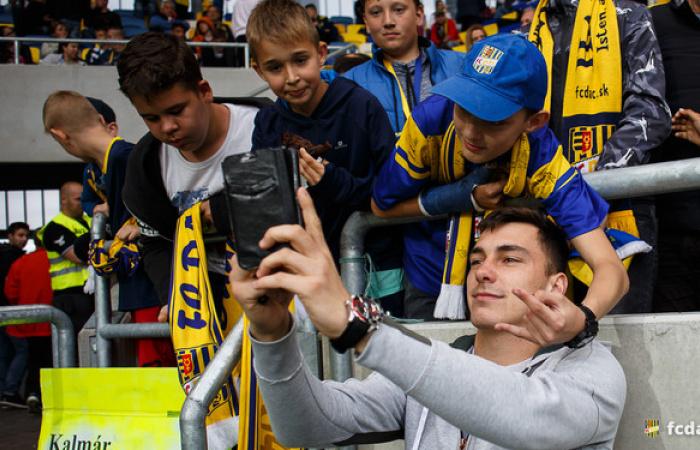 Deákiból érkeznek diákok pénteken a MOL Arénába