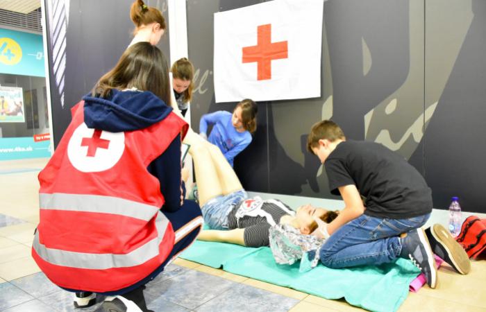 Fiatal életmentők vetélkedtek az üzletközpontban