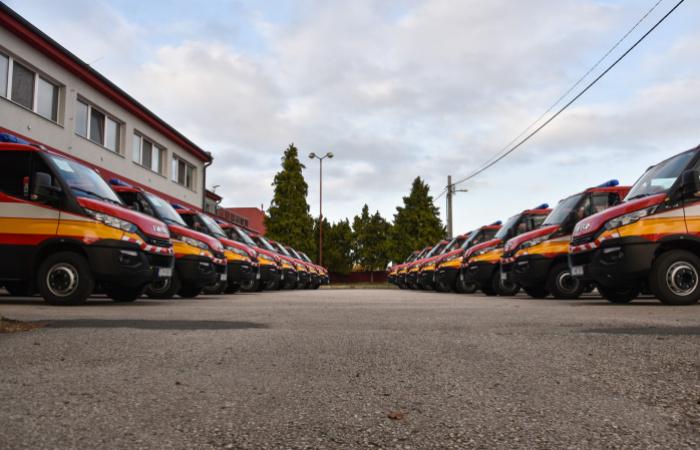 Jövő évtől emelkedik a tűzoltók és a rendőrök fizetése