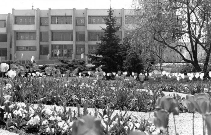 A VMK előtti tér, ahol Tündér Ilona sosem fázik