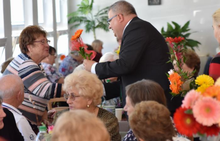 Hálával tartozunk az idősebbeknek
