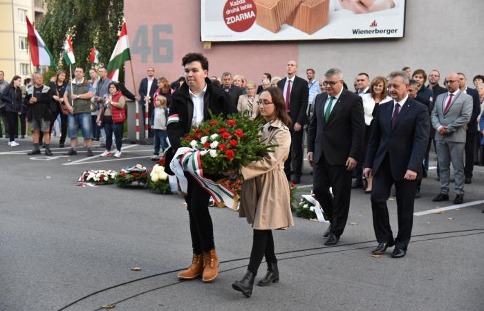 """""""A felvidéki magyarok lélekben ott voltak a tüntetők között és a pesti utcákon"""""""