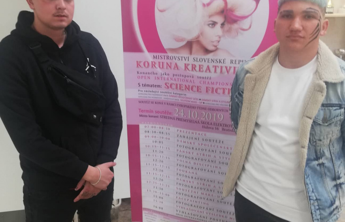 """Hatalmas siker a """"Kreativitás Koronája"""" országos fodrászversenyen"""