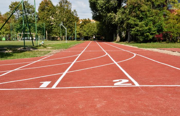 Újra megnyíltak az iskolai sportpályák és kinyit a városi piac