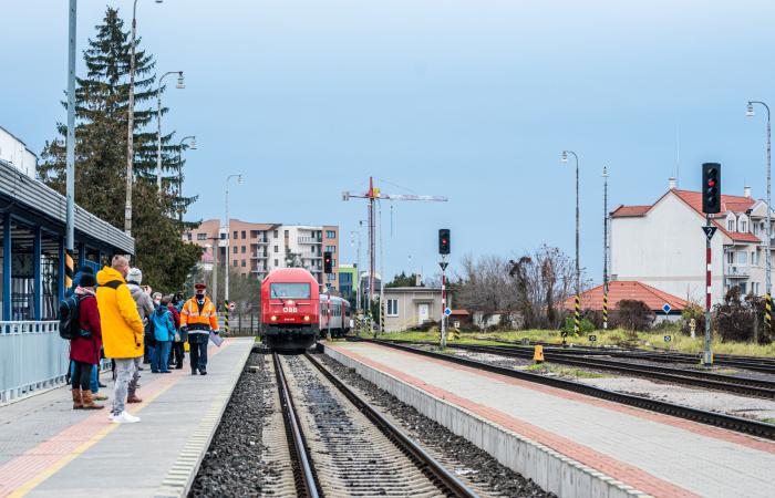 Újra az állami cég biztosítja a vonatközlekedést