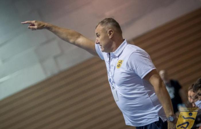 Debre Viktor, a HC DAC vezetőedzője: A lányok hozzáállásával soha nem volt baj, idő kellett csak, hogy összeérjünk!