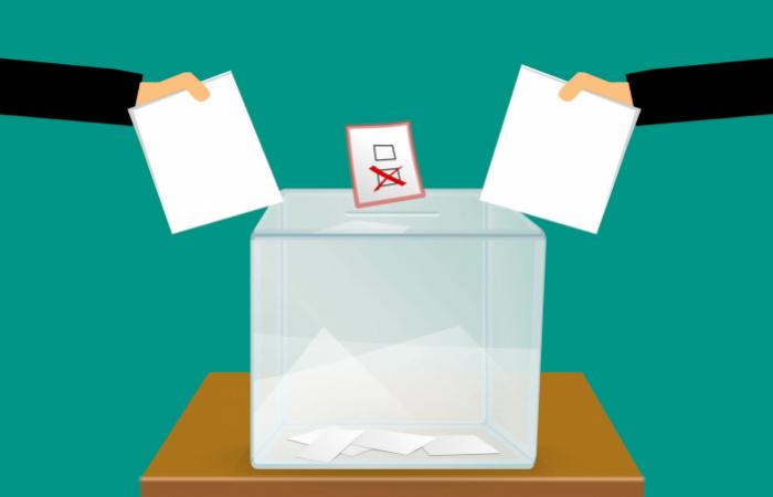 Már meg kellett kapniuk a jelöltlistákat a választóknak
