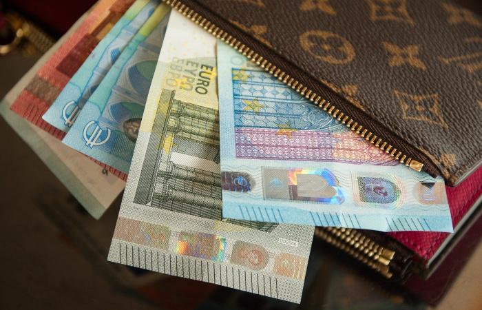 Közel 70 euróval emelkedett az átlagbér az előző év azonos időszakához képest