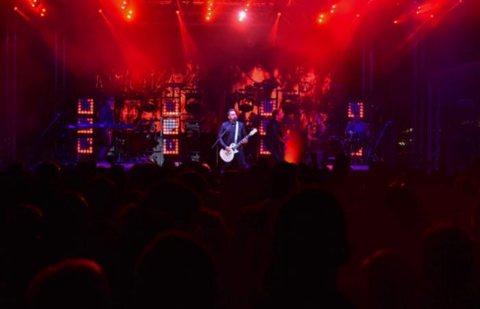 Ákos koncertekkel igyekszik megkönnyíteni a karantén időszakát