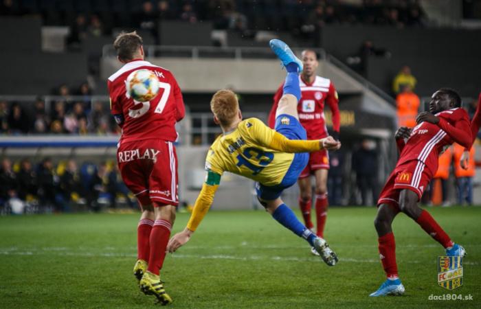 További halasztás a Fortuna Ligában