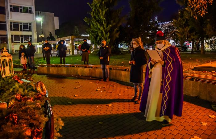 Advent Sikabonyban – megáldották a városi adventi koszorút