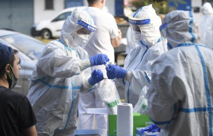 Közel ezer új fertőzöttet azonosítottak