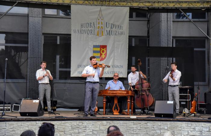 Nézzék vissza: a Pósfa zenekar indította a Dunaszerdahelyi Udvari Muzsikát