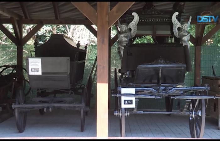 Embedded thumbnail for Befejeződött a két százéves halottaskocsi restaurálása