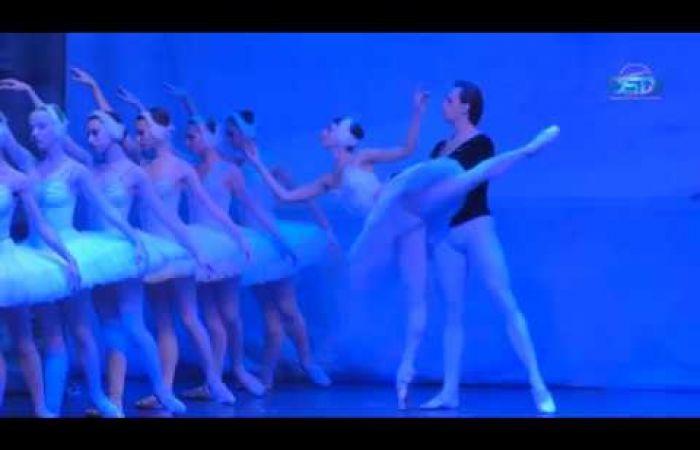 Embedded thumbnail for A hattyúk tava klasszikus balett a művelődési ház színpadán