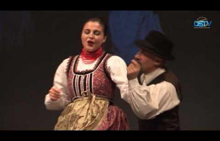 Embedded thumbnail for A táncegyüttes Erdélybe kalauzolta a közönséget