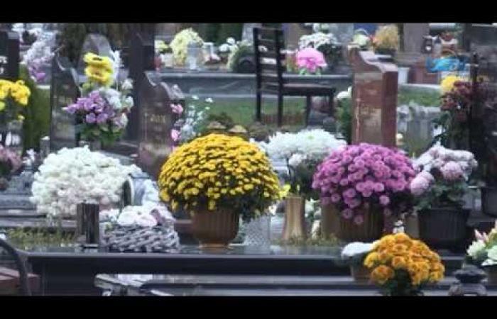 Embedded thumbnail for A sírhalmokon az emlékezés fájó gyertyái pislákolnak