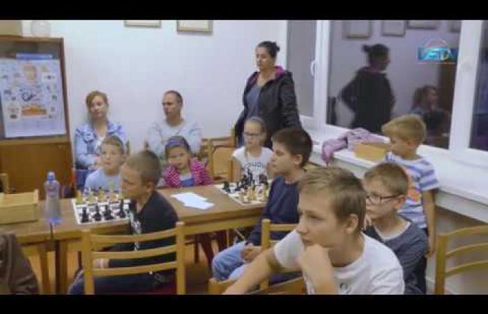 Embedded thumbnail for A dunaszerdahelyi sakkcsapat hét éve az abszolút élvonalban