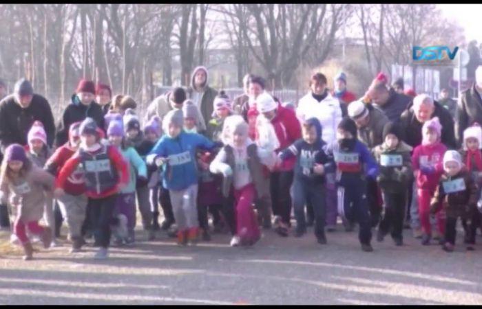 Embedded thumbnail for Több mint háromszázan futva búcsúztatták az óévet