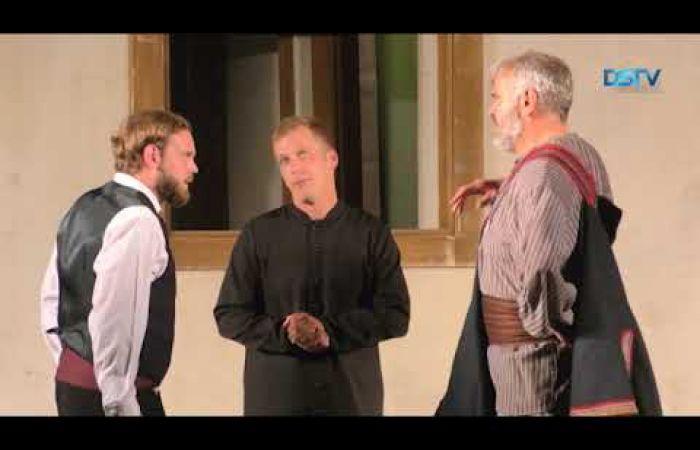 Embedded thumbnail for A Szent Péter esernyője című vígjáték zárta a színházi évadot
