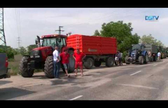 Embedded thumbnail for A mezőgazdászok újabb traktoros felvonulással adtak nyomatékot követeléseiknek
