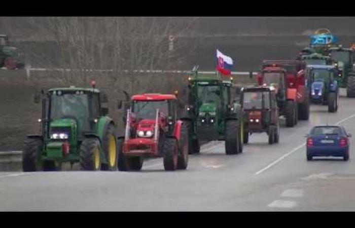 Embedded thumbnail for Traktoros csallóközi gazdademonstráció