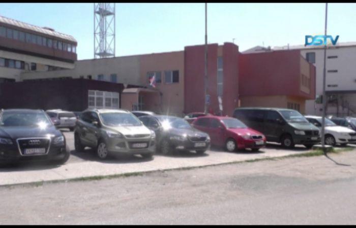 Embedded thumbnail for Évek óta rossz állapotban van a rendőrség előtti parkoló
