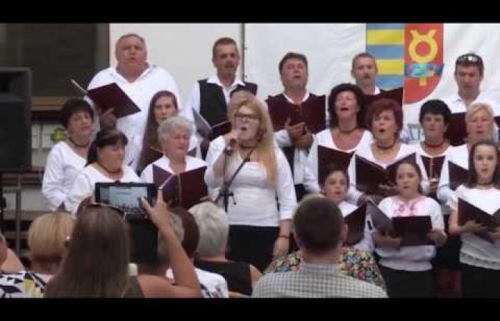 Embedded thumbnail for Magyarságtudatot erősítő dalok és gospel a városháza udvarán