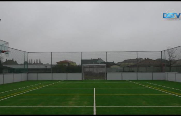 Embedded thumbnail for Elkészült az új multifunkciós sportpálya Sikabonyban