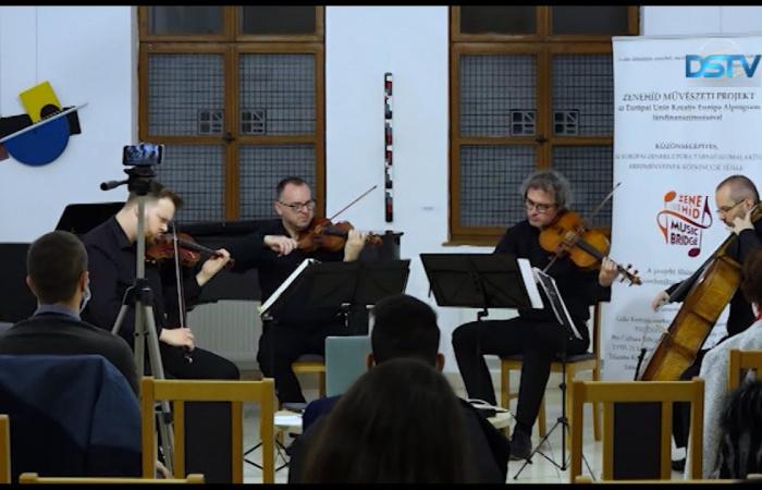 Embedded thumbnail for Több hét után újra zenei rendezvény volt Dunaszerdahelyen