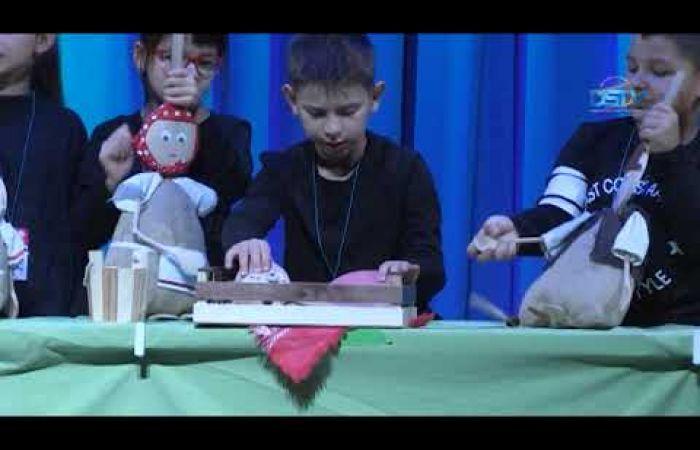 Embedded thumbnail for A bábcsoportok vidám pillanatokat szereztek a gyerekeknek
