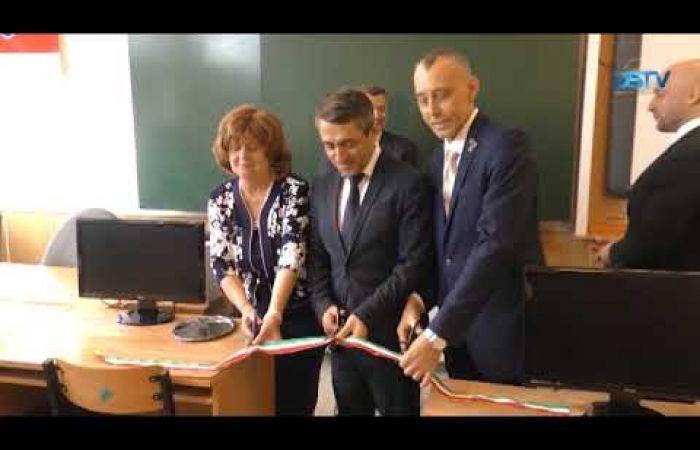 Embedded thumbnail for Magyarországi támogatásból korszerű eszközöket kapott a szakiskola