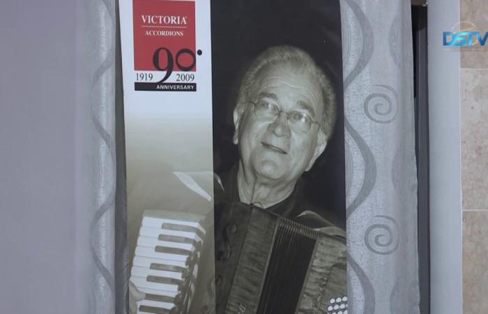 Embedded thumbnail for Művészi harmonikazenétől volt hangos Dunaszerdahely