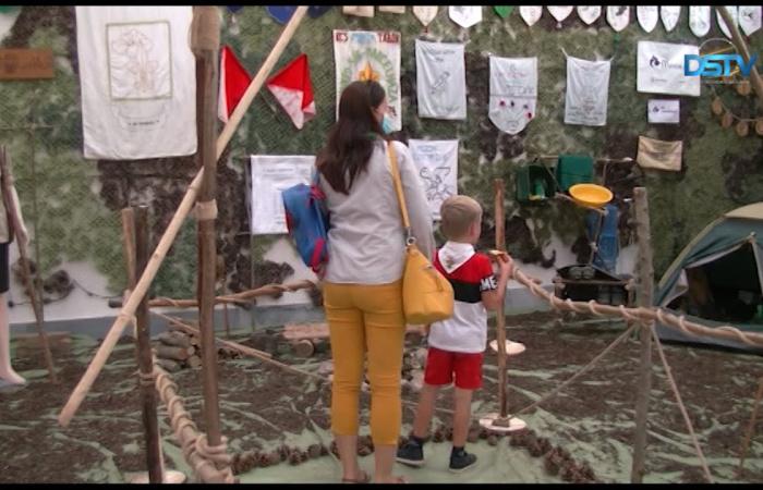 Embedded thumbnail for Kiállítással ünnepelt a harminc éve újjáalakult cserkészszövetség