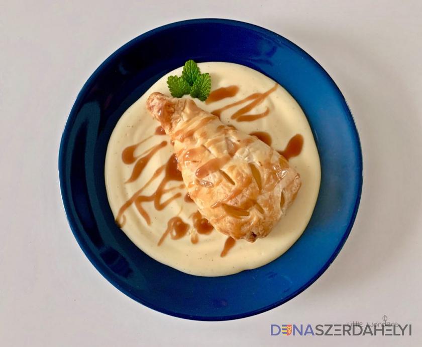 Körtekosárkák vaníliapudinggal és sós karamellával