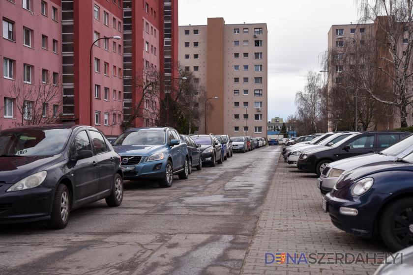 Ingyenes parkolás – még két hónap a rezidens parkolás ellenőrzéséig
