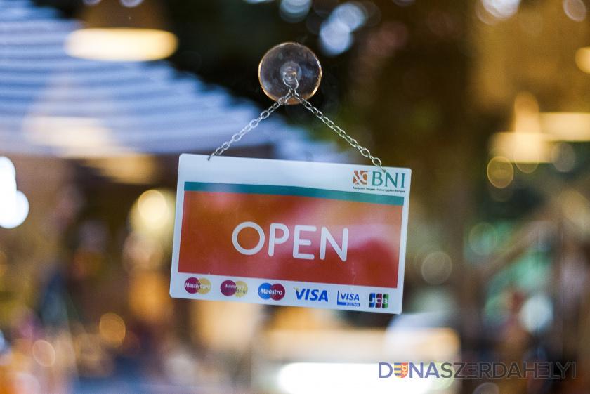A kereskedelmi szövetség kinyitná a boltokat