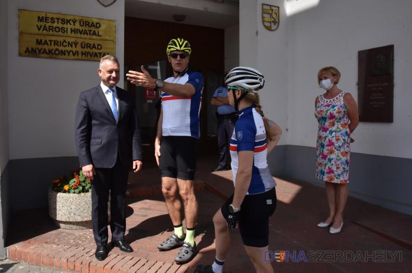 Ma Dunaszerdahelyre tekert a külügyminiszter és az oktatásügyi államtitkár