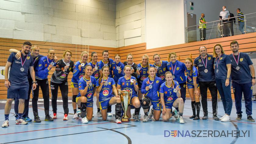 Ezüstérmesek lettek a kézis lányok a szlovák I. ligában