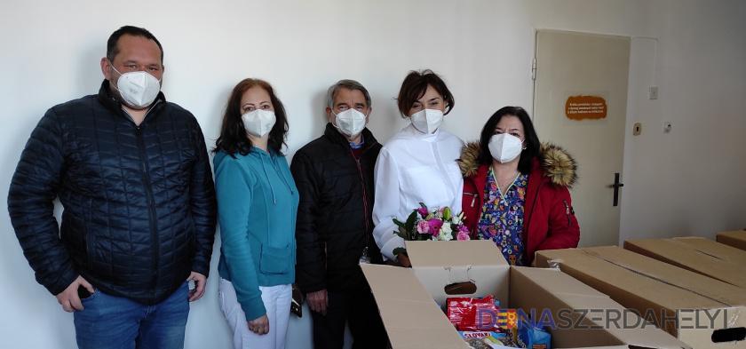 Köszönet a kórházi dolgozóknak – Sikabonyból is