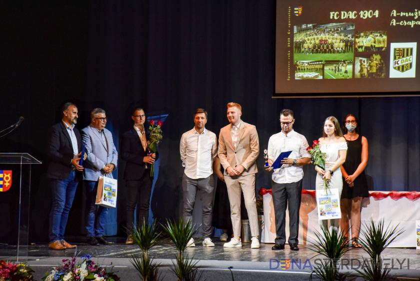 Mesterhármas: 2020-ban is a DAC lett az év csapata, Kalmár Zsolté az Év Sportolója díj