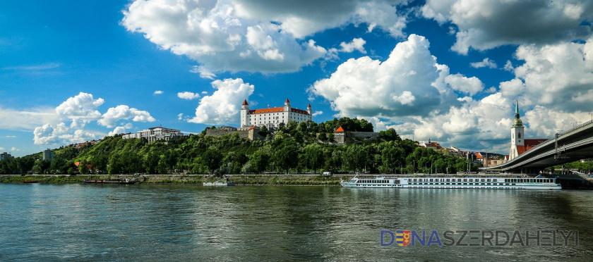 Nem fogadta el a parlament a Szlovákiában élő kisebbségek és közösségek támogatásáról szóló határozatot