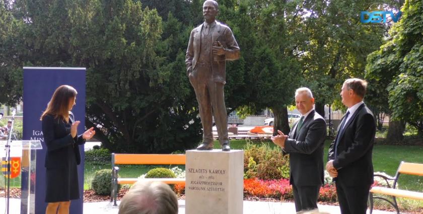 Embedded thumbnail for Mostantól szobor őrzi Szladits Károly, a neves jogász emlékét